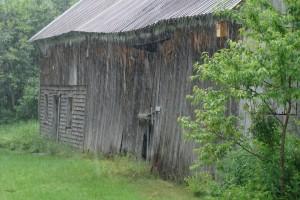 grange sous la pluie